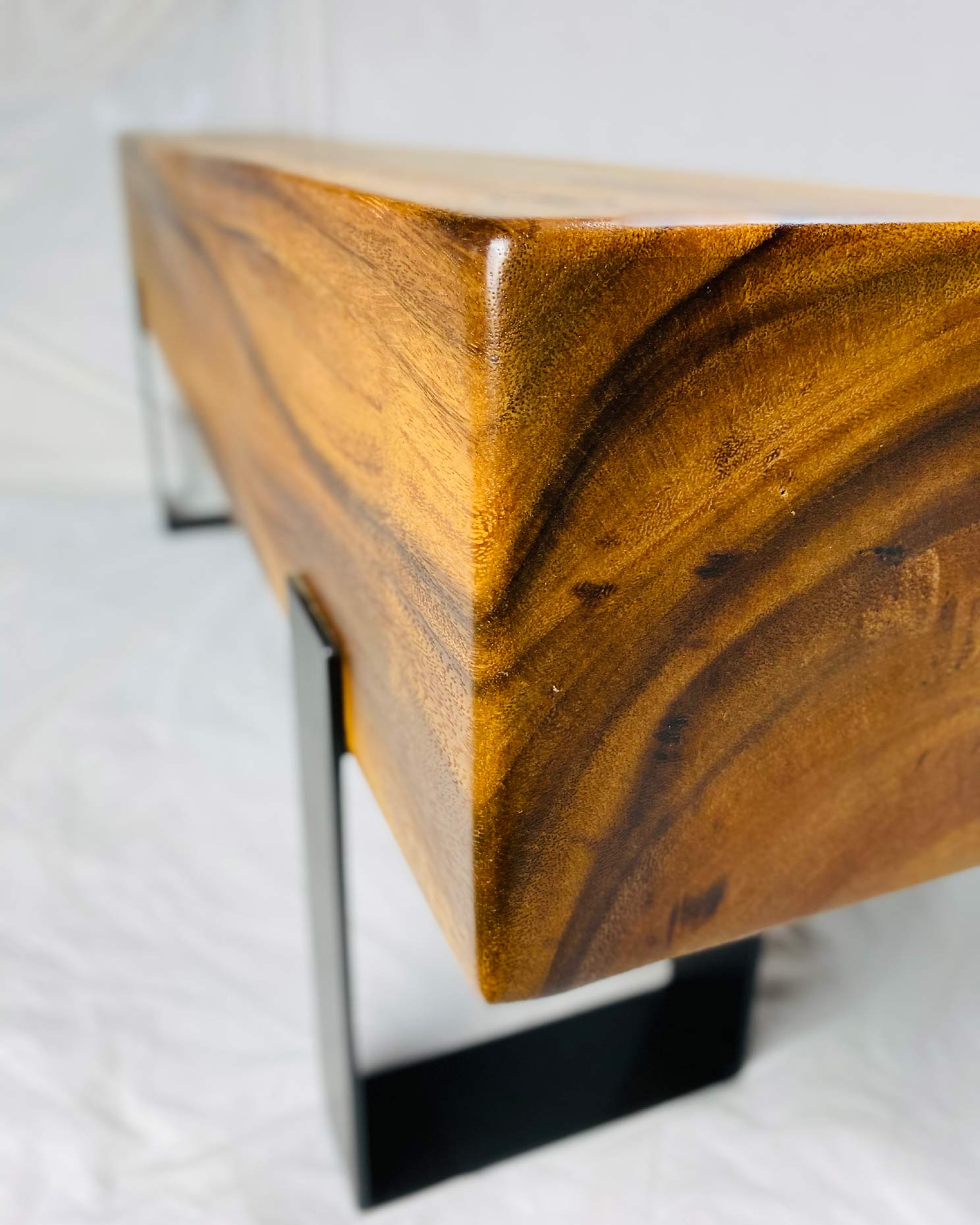 Logan suar wood bench